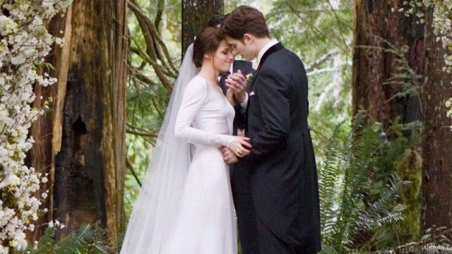 La robe de mariée de Bella (Kristen Stewart) dans Twilight, chapitre 4 : Révélation | Spotern