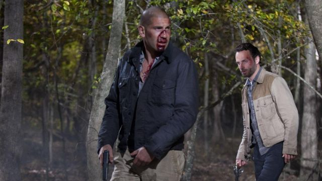 The jacket / windbreaker blue Izod Shane Walsh (Jon Bernthal) The Walking Dead S02E12
