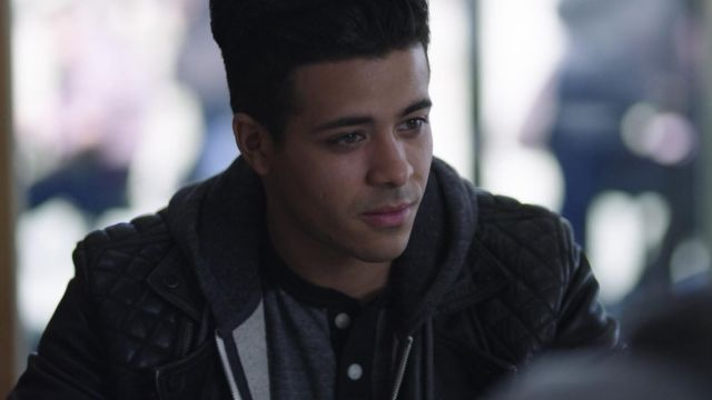 The leather jacket AllSaints Tony (Christian Navarro) in 13 reasons Why