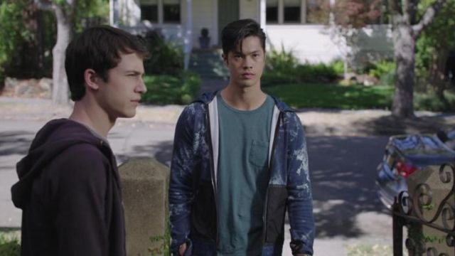The Nike hoody International Zach Dempsey (Ross Butler) in 13 Reasons Why