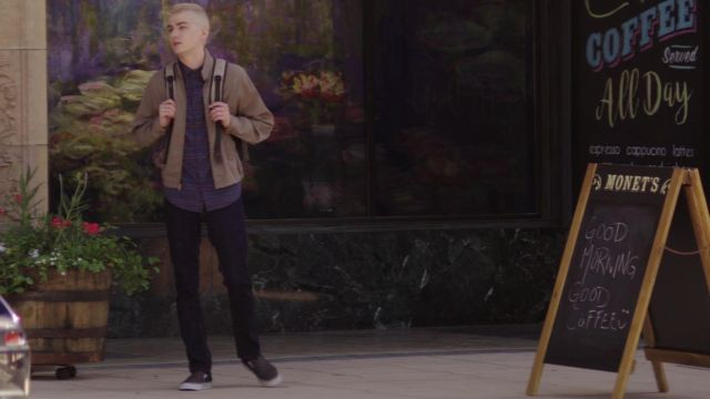 The Vans checkerboard grey Alex Standall (Miles Heizer) in 13 Reasons Why
