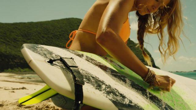 Le bikini orange de Nancy (Blake Lively) dans The Shallows