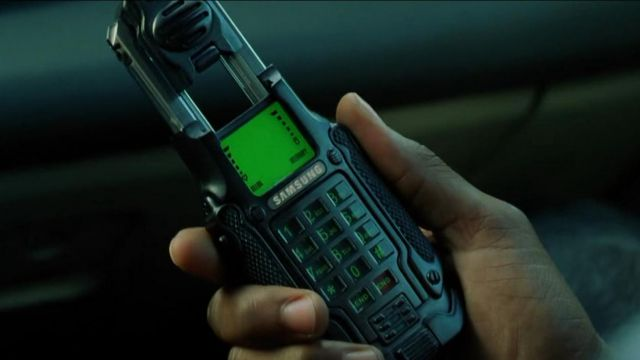The Samsung SPH-N270 Neo / Thomas A. Anderson (Keanu Reeves) in the Matrix Reloaded