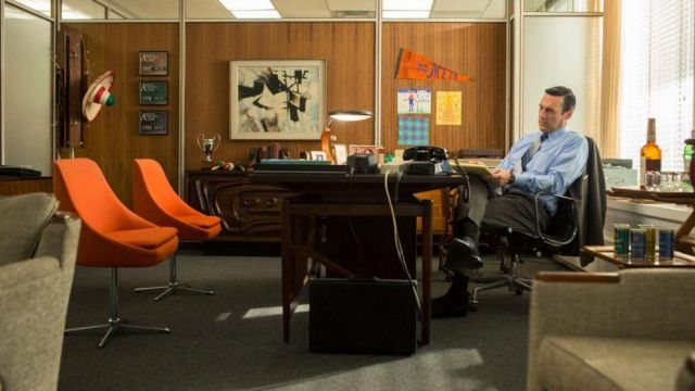 The real set cocktail of Don Draper (Jon Hamm) in Mad Men