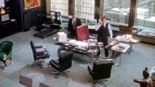 The desk chairs Mariani Desk of Gordon Gekko (Michael Douglas) in Wall Street