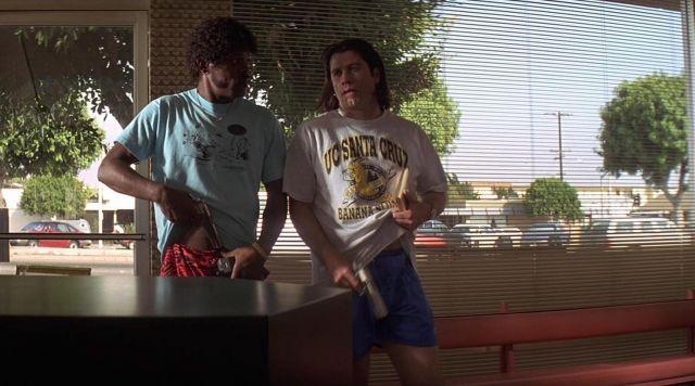 The t-shirt UCSC Santa Cruz Banana Slugs of Vincent Vega (John Travolta) in Pulp Fiction