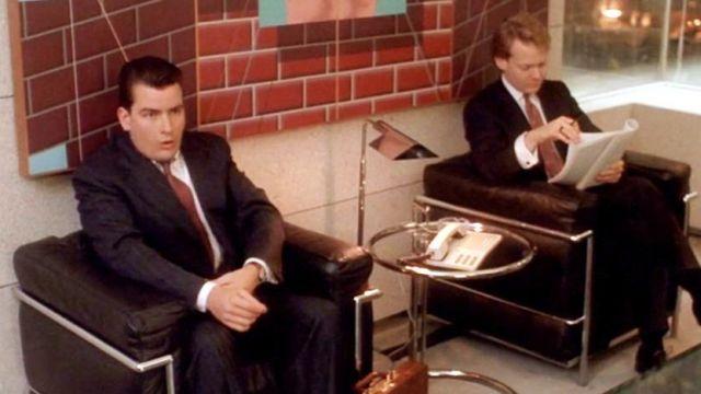 Les fauteuils Le Corbusier dans la salle d'attente de Gordon Gekko dans Wall Street