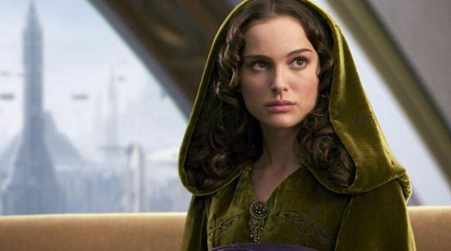 The Dress Velvet Padme Amidala Natalie Portman In Star Wars Iii Revenge Of The Sith Spotern