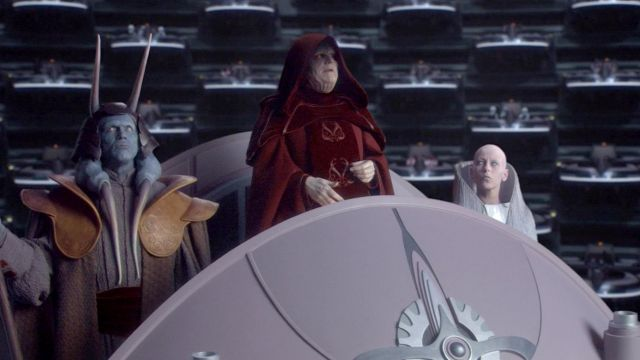 The Red Tunic Of The Emperor Palpatine Ian Mcdiarmid In Star Wars Iii Revenge Of The Sith Spotern
