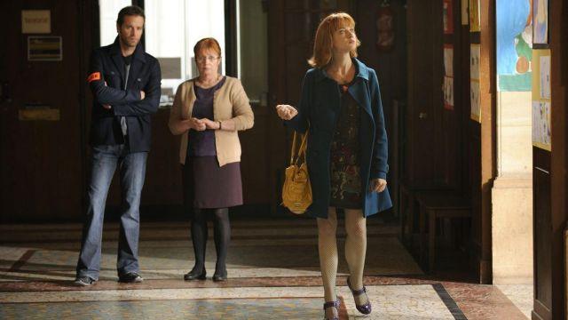 Le sac à main jaune de Chloé Saint-Laurent (Odile Vuillemin) dans Profilage S02E02