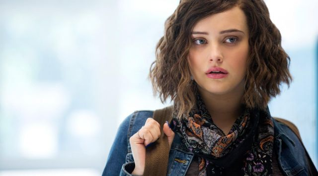 The scarf-Urban Outfitters Hannah Baker (Katherine Langford) in 13 reasons why