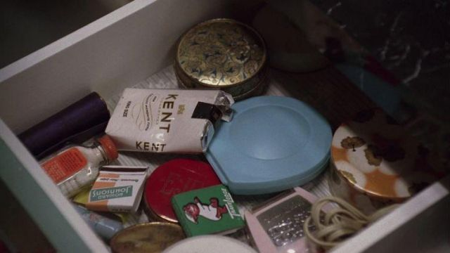 Betty Draper's (January Jones) Coty Airspun face powder in Mad Men S01E04