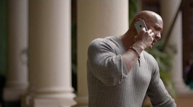 The smartphone Apple iPhone 6 Spencer Strasmore (Dwayne Johnson) in Ballers S01E02