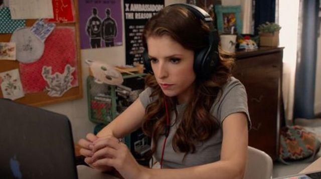 Le casque audio de Becca (Anna Kendrick) dans Pitch Perfect 2