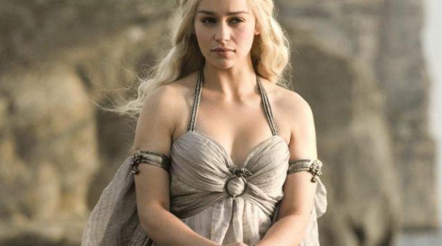 The white dress of wedding of Daenerys Targaryen (Emilia Clarke) in ' Game of Thrones S01