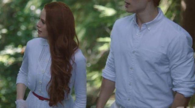 The cardigan white Cheryl Blossom (Madelaine Petsch) in Riverdale S01E03