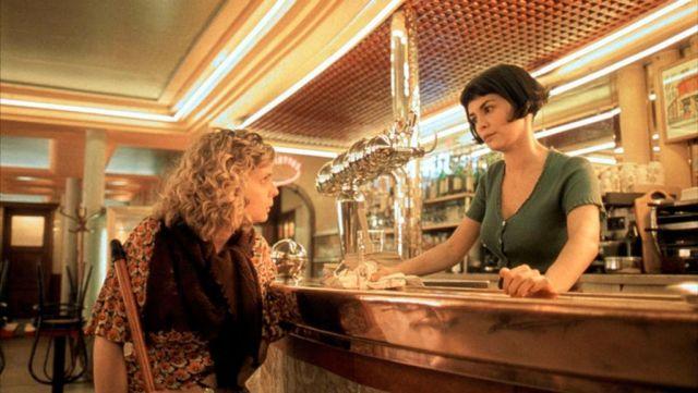 Le café des 2 moulins où travaille Amélie Poulain (Audrey Tautou) dans Le Fabuleux destin d'Amélie Poulain