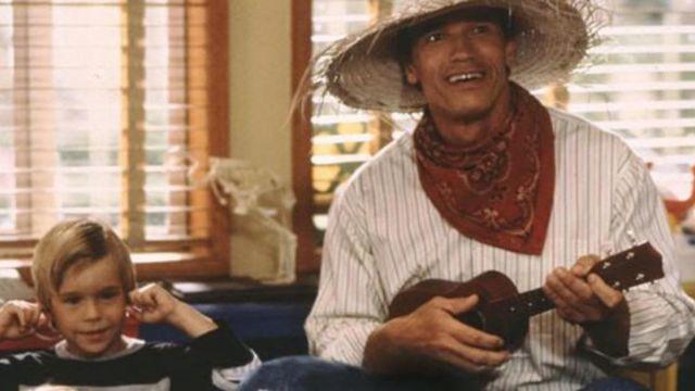 Le ukulele du Détective John Kimble (Arnold Schwarzenegger) dans Un flic à la maternelle