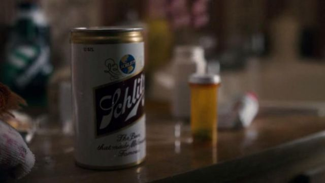 The can of beer Schiltz in Chief Jim Hopper (David Harbour) in Stranger Things S01E01