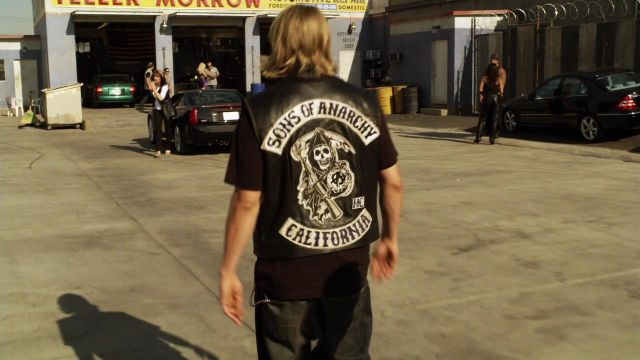 """The leather jacket Jackson """" Jax """" Teller (Charlie Hunnam) in Sons of Anarchy S01E01"""