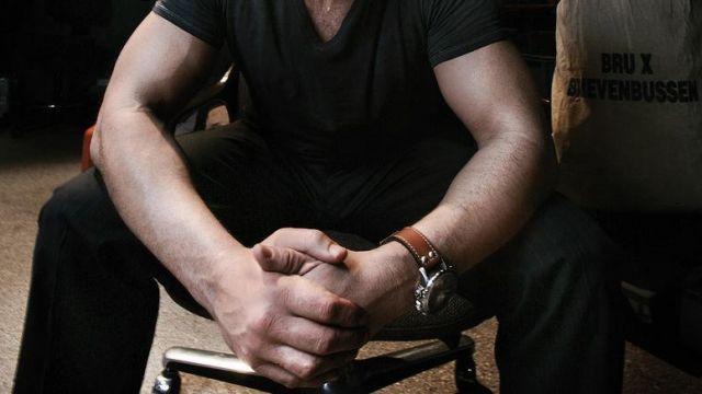 La montre Hamilton Khaki de Jean-Claude Van Damme dans JCVD