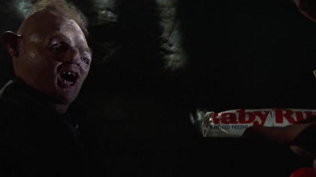 La barre chocolatée Baby Ruth que donne Choco (Jeff Cohen) à Sinok (John Matuszak) dans Les Goonies