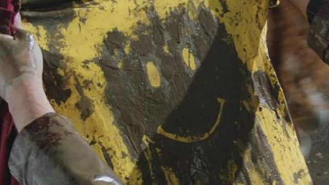 The Tee shirt yellow Smiley face Forrest Gump (Tom Hanks) in Forrest Gump