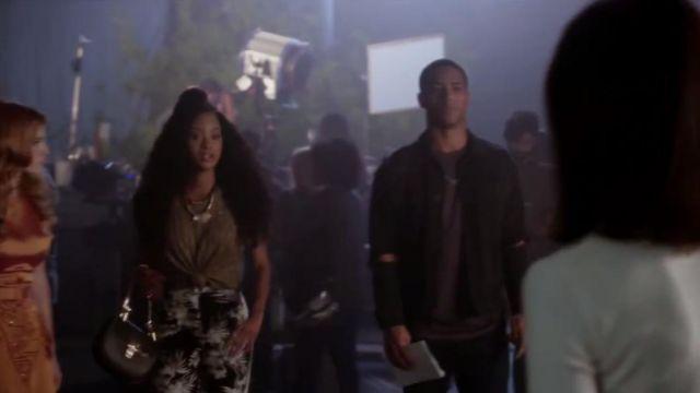 Le sac à main en cuir noir Chloé de Tangey Turner (Pepi Sonuga) dans Famous in Love S01E10