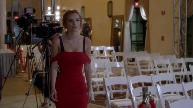 La robe rouge Cinq à Sept de Paige Townsen (Bella Thorne) dans Famous in Love S01E10