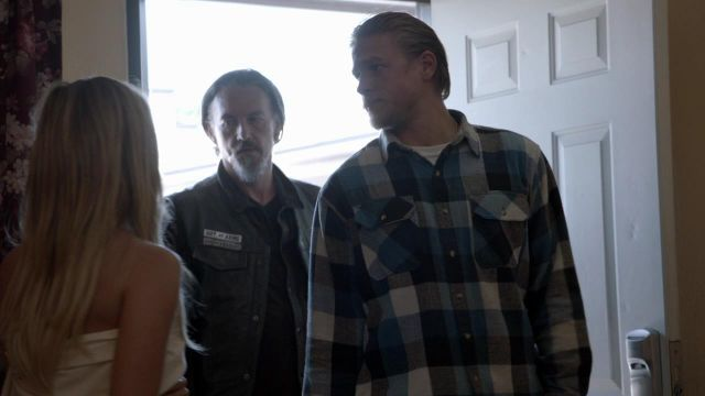 The plaid shirt Jax Teller (Charlie Hunnam) in Sons of Anarchy S05E04