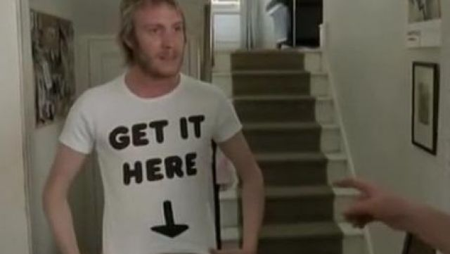 """the t-shirt """"Get It Here"""", Spike (Rhys Ifans) in thunderbolt in Notting Hill"""