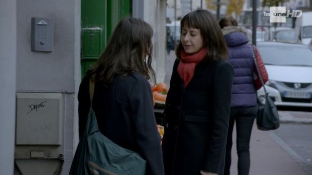 Le sac besace Bensimon porté par Charlotte Lepic (Cannelle Carré-Cassaigne) dans Fais pas ci, fais pas ça