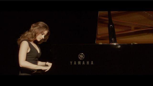 Le piano à queue Yamaha de Machine (Mélanie Bernier) aperçu dans le film Un Peu Beaucoup Aveuglément
