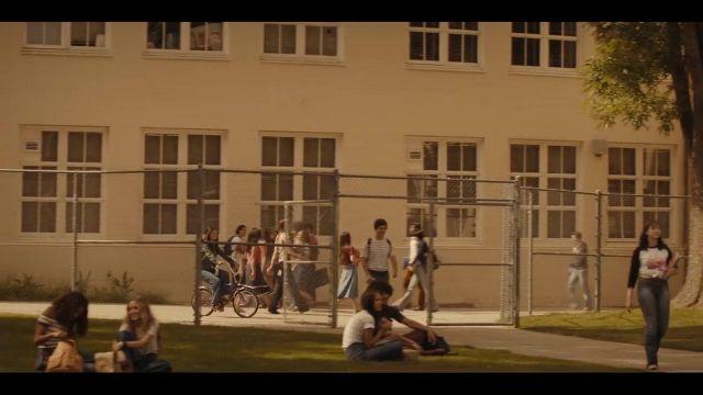 Le jean de Selena Gomez dans Bad Liar