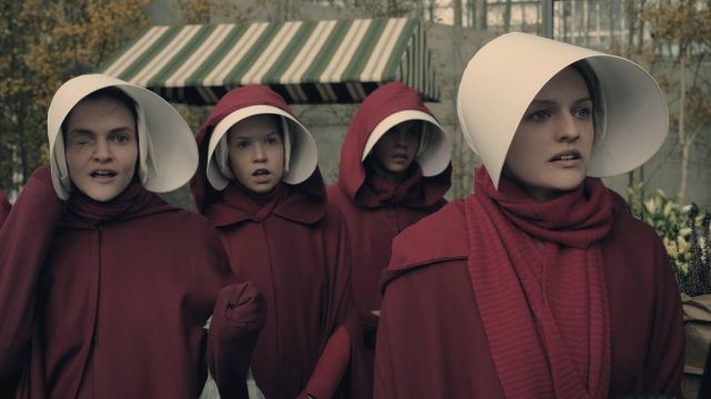 The cuff of Offred / June (Elisabeth Moss) in The Handmaid''s Tale : The Handmaid's tale