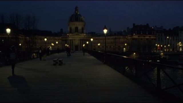 The Pont des Arts in Paris in The memory in the skin