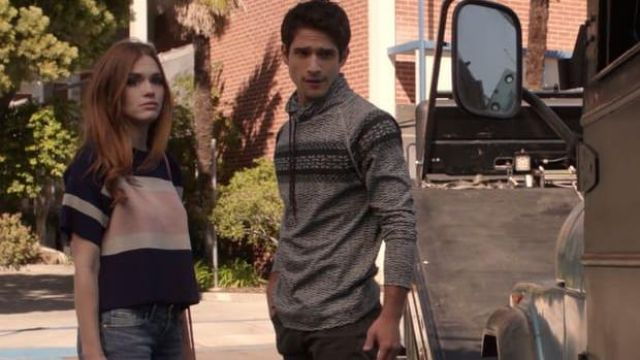 The coat of Lydia Martin (Holland Roden) in Teen Wolf S06E05