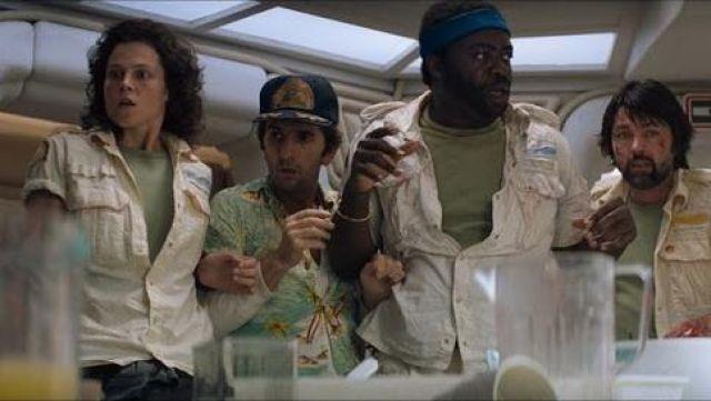 La chemise hawaïenne du technicien Brett (Harry Dean Stanton) dans Alien, le 8ème passager