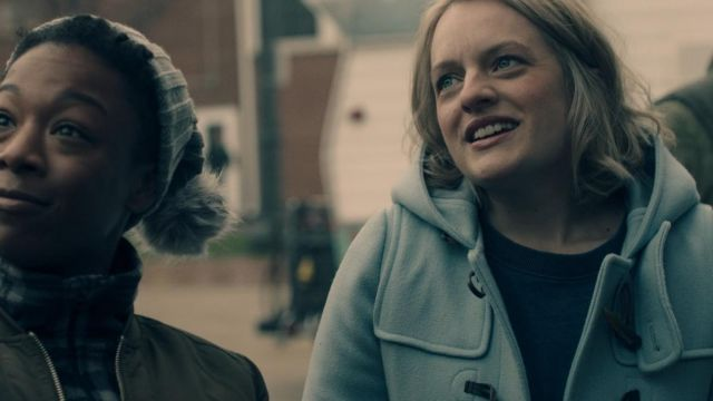 The blue coat in June (Elisabeth moss) in The Handmaid''s Tale S01E05