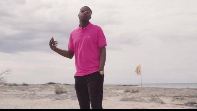 Le polo rose de Ninho dans son clip Mamacita
