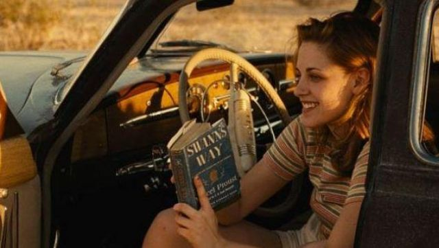 The French version of the book Du Côté de chez Swan Marylou (Kristen Stewart) in On the road