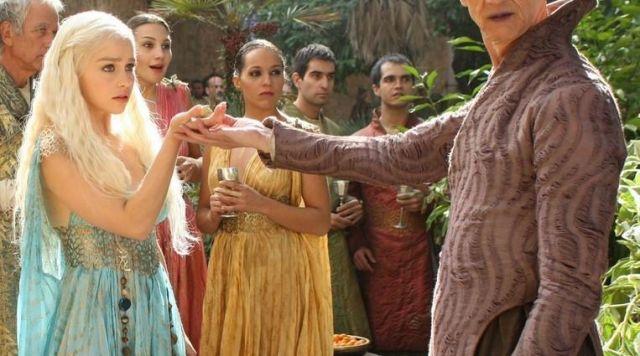 The blue dress of Daenerys Targaryen (Emilia Clarke) in Game of Thrones S02E04