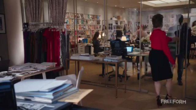 La jupe noire de Jacqueline (Melora Hardin) dans The Bold Type S01E08