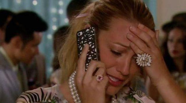La coque téléphone portée par Serena Van Der Woodsen (Blake Lively) dans Gossip Girl Saison 6 Episode 10