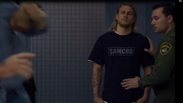 The t-shirt blue SAMCRO Jax Teller (Charlie Hunnam) in Sons of Anarchy S02E02