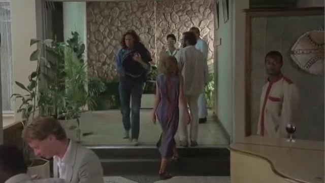 Les tennis à lacets Bensimon de Diane (Sigourney Weaver) dans Gorilles dans la brume