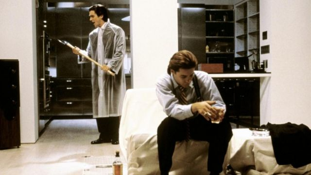 La hache de Patrick Bateman (Christian Bale) dans American Psycho
