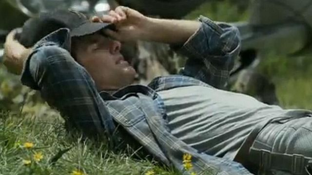 The plaid shirt of captain Jack Harper (Tom Cruise) in the movie ...