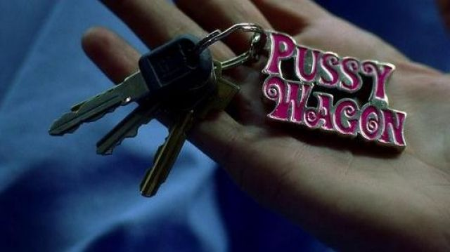 "Le porte-clés ""Pussy Wagon"" récupéré par Beatrix Kiddo (Uma Thurman) dans Kill Bill volume 1"