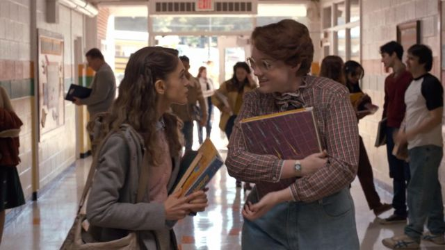 The binder Trapper Keeper from Barbara Holland (Shannon Purser) in Stranger Things S01E01
